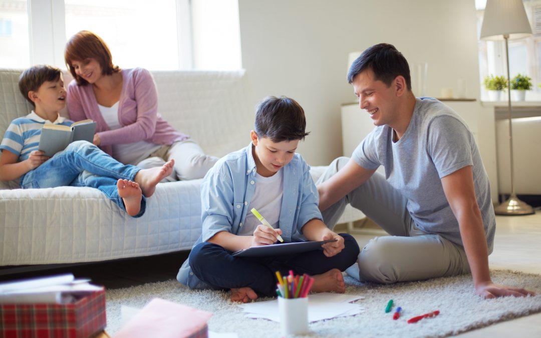Οδηγίες για γονείς – κηδεμόνες: Πώς να μιλήσουμε στα παιδιά για τον Covid-19
